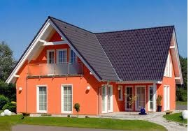 casa culoare portocaliu alba