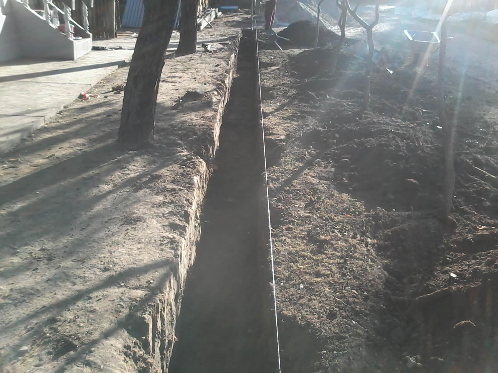 saparea fundatiei gardului