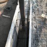 constructie gard din beton si fier forjat